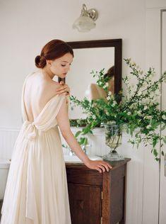Bridal updo - wedding hair inspiration | Wedding Sparrow | Heather Hawkins Photography