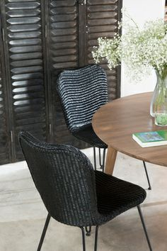 Vincent Sheppard | Life Stories of Lloyd Loom | Christy dining chairs & Berlin round table