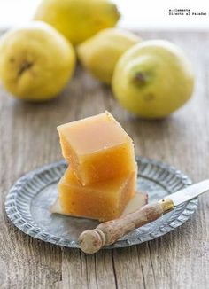 Cómo hacer dulce de membrillo casero superrápido. Receta Jam Recipes, Apple Recipes, Sweet Recipes, Beignets, Quince Jelly, A Food, Food And Drink, Homemade Chipotle, Fruit Preserves
