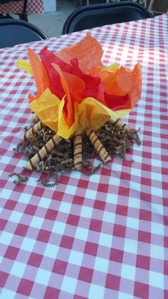 Dollar tree campfire centerpieces -tissue paper -brown decorative shred -piroulines -battery operated flickering lights (ALL FROM THE DOLLAR TREE! Fairy Birthday Party, 2nd Birthday Parties, Birthday Ideas, Camping Baby Showers, Bolo Minnie, Lumberjack Party, Bear Party, Camping Parties, Party Centerpieces