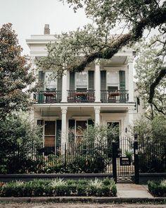 New Orleans Mansion, New Orleans Decor, New Orleans Homes, Sims House Plans, Beach House Plans, Dream Home Design, House Design, New Orleans Architecture, Shotgun House