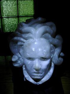 Medusa en alabastro. Silvia Flechoso.