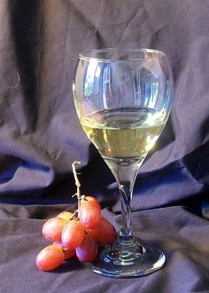 By Brandi Bowman in Art Tutorials > Painting Tutorials Painting glass realisti… Oil Painting Lessons, Still Life Oil Painting, Cristal Art, Wine Art, Realistic Paintings, Still Life Art, Wine Glass, Clear Glass, Art Tutorials