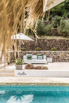 PURE HOUSE IBIZA is an amazing Boutique and Lifestyle Hotel in Ibiza island in Spain. Just a Paradise if you asking from me. Outdoor Garden Bar, Garden Pool, Ibiza Style Interior, Ibiza Island, Hotel Ibiza, Moraira, Pretty Mugs, Beach Bungalows, Ibiza Fashion