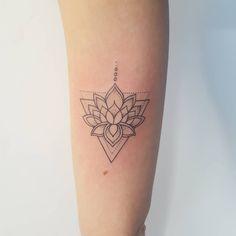 Triangle lotus tattoo – foot tattoos for women quotes Dreieckiges Tattoos, Neue Tattoos, Trendy Tattoos, Flower Tattoos, Sleeve Tattoos, Cool Tattoos, Eagle Tattoos, Portrait Tattoos, Flash Tattoos