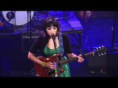 Norah Jones - She's 22 (Live on Letterman) - YouTube