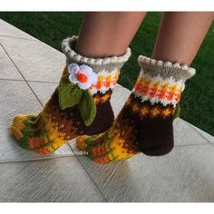 Autumn Fall Winter Ankle Socks with Flowers and Leaves in Light Brown Mustard Yellow Orange Coffee Brown White Green colors Woman Knit socks Knitted Slippers, Wool Socks, Knitting Socks, Hand Knitting, Knitting Ideas, Cheap Yarn, Funky Socks, Knitting For Beginners, Ankle Socks
