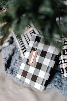 How I used natural elements from Scandinavian and Modern Farmhouse design concepts to decorate for Christmas this year for a simple decor theme Modern Farmhouse Design, Merry And Bright, Chanel Boy Bag, Christmas Decorations, Christmas Ideas, Seasonal Decor, Scandinavian, Special Occasion, Interior Decorating