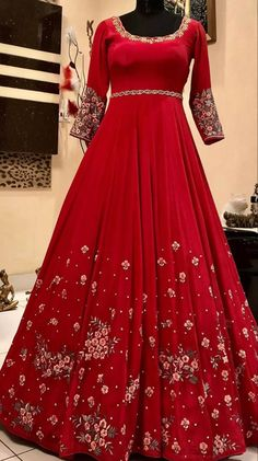 Embroidery Designs, Embroidery Suits Design, Embroidery Fashion, Sikh Wedding Dress, Indian Wedding Outfits, Indian Outfits, Pakistani Dress Design, Pakistani Dresses, Indian Dresses
