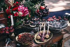 Пленительный цвет Марсала, сладкий стол - The-wedding.ru