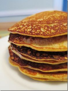 Paleo pancakes with 3 bananas, almond butter, almond meal, baking powder, eggs and vanilla. Super easy and tasted great! Primal Recipes, Real Food Recipes, Great Recipes, Cooking Recipes, Yummy Food, Favorite Recipes, Healthy Recipes, Advocare Recipes, Cooking Tips