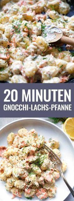 Gnocchi-Lachs-Pfanne mit Frischkäse-Sauce, dicken Räucherlachsstücken und Zitrone. Das Rezept ist super einfach, in 15 Minuten fertig und das perfekte Feierabendessen. Bonus: SO cremig!