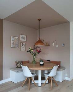 Information on Eetkamer - Binnenkijken bij cinterior_ Pin You can easily use . Cheap Home Decor, Diy Home Decor, Decor Crafts, Home Decoration, Dining Room Design, Design Table, Dinning Room Ideas, Dining Room Paint, Dining Rooms
