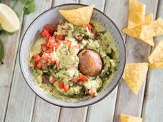 Guacamole – so gelingt dir der cremige Avocado Dip Guacamole – that's how you manage the creamy avocado dip Clean Eating, Healthy Eating, Healthy Food, Dip Recipes, Healthy Recipes, Avocado Dip, Healthy Drinks, Food And Drink, Dinner