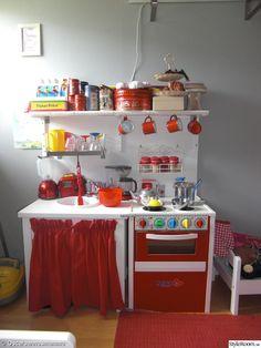 barnkök,barnrum,spis,diskbänk,röd