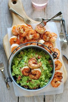 Cajun Shrimp Guacamole-this can be modified to a healthier version. No butter, reduce cajun seasoning, and use less guacamole for serving size. Think Food, I Love Food, Good Food, Yummy Food, Tasty, Seafood Dishes, Seafood Recipes, Cooking Recipes, Healthy Recipes
