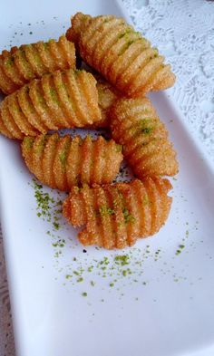 Date palm 3 cups semolina 1 cup flour 100 g butter 3 tablespoons oil 1 packet baking powder 1 cup warm water 2 . Brownie Recipes, Keto Recipes, Dessert Recipes, Desserts, Turkish Recipes, Indian Food Recipes, Cheesecake Pops, Yummy Mummy, Food Platters