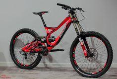 Specialized downhill bike- I wish I could afford one like this! Bmx, Road Bikes, Cycling Bikes, Cycling Art, Cycling Jerseys, Cycling Equipment, Mt Bike, Downhill Bike, Skateboard