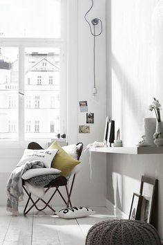 scandinavion interior | pendant light and pillows