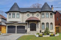 Please join Svetlana Kligman at 52 Beechwood Avenue for an agent open house, on Thursday, May 14  from 11:00am to 12:30pm at Bayview and York Mills.