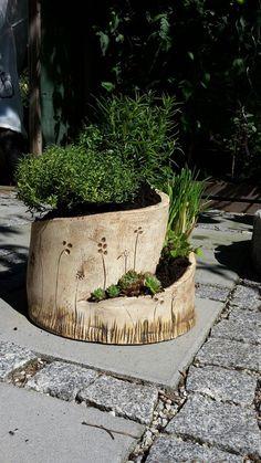 herb spiral - Farah's Secret World Hand Built Pottery, Slab Pottery, Ceramic Pottery, Ceramic Planters, Ceramic Vase, Planter Pots, Culture Bio, Herb Spiral, Pottery Supplies