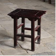 Table for Incense burner  자료명 수량 물질 시대 소 장 연월일 소장경위 출처 크기 향로상 1 1 木 조선 2010. 11. 6 자체소장 경기전 30×32×67