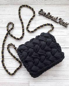 Ещё одна чёрная малышка едет к своей хозяйке. ⚘На магнитной кнопке. ☄☄☄☄☄ #трикотажнаясумочка #crochetedbag #crochetedbaskets #homedecorbascets #tshirtyarn #трикотажнаяпряжа #handmade #madeinUkraine #homedecor #knittedbag #knittedhomedecor #knittedbag #crochetedbag #интерьерныекорзинки #вязанаясумочка #вязаныйклатч #вязанаяподушка #yarnKiev #tektek #iLoveKnit #accessories #babyknit #вязанаякорзинадляnewbornphotos #cestomaglia #gestricktKorb #gestrickteBeutel #borsaamaglia