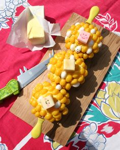 Lazoo's corn on the cob-inspired cupcakes! Perfect for the unofficial start of #summer. Here's how to make them: http://www.lazoo.com/activity/2013/05/23/corny-cupcakes/