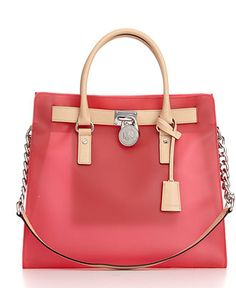 Have I told you how much I love handbags?   I think this Michael Kors bag is too cute!