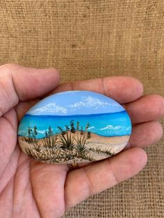 Painted Rock Animals, Painted Rocks Craft, Hand Painted Rocks, Painted River Rocks, Painted Pebbles, Rock Painting Patterns, Rock Painting Ideas Easy, Rock Painting Designs, Stone Art Painting