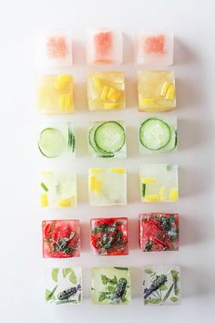 Pep up your drinks with frozen ice cubes with fresh fruit! Think water is boring. Check out some fun ways to punch up the flavor in your glass with these flavored ice cubes! Infused Water Recipes, Fruit Infused Water, Fruit Water, Clear Fruit, Water Water, Yummy Drinks, Healthy Drinks, Stay Healthy, Healthy Summer Snacks