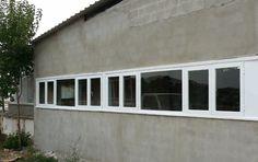 Unas #ventanas de #aluminio baratas son la mejor opción para cerrar #naves y grandes #locales.