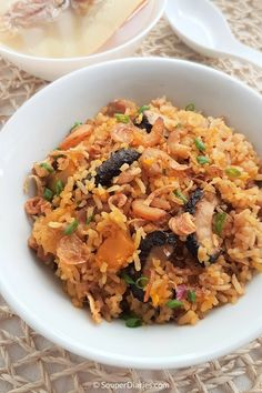 Delicious and flavorful one pot rice cooker pumpkin rice. One-pot pumpkin rice with shiitake mushrooms and pork. Rice Noodle Recipes, Rice Cooker Recipes, Cooking Recipes, Cooking Dishes, Slow Cooking, Asian Recipes, Ethnic Recipes, Asian Foods, Chinese Recipes