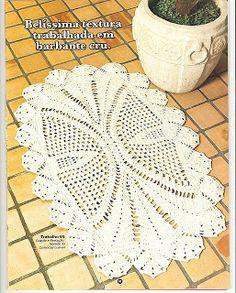 MODA E MOLDES - FELTROMARA: CROCHE Crochet Mat, Crochet Doily Diagram, Crochet Carpet, Crochet Home, Thread Crochet, Filet Crochet, Crochet Doilies, Crochet Table Topper, Crochet Table Runner