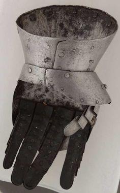 Gauntlet, Musée de l'Hôtel de Ville, Le Landeron ref_arm_1148  Date: 1405-1430 Culture: Italian