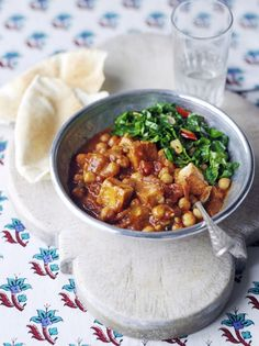 Have you tried tofu before? Give this vegan curry recipe a go! It's full of spices, chickpeas, tofu, and it's all balanced out with cumin-spiked spring greens. Vegetarian Roast, Tasty Vegetarian Recipes, Tofu Recipes, Curry Recipes, Indian Food Recipes, Cooking Recipes, Healthy Recipes, Vegetarian Curry, Pescatarian Recipes