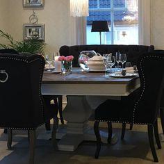 Ha en god kveld @classicliving #interiorandhome #louisvingestol #londonspisebord #Fioripute #pearllampe
