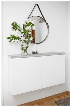Wall mount slim cabinets with a DIY concrete top for a smart hallway table. Image via Plantete Deco - BESTA Ikea hacks Hallway Decorating, Entryway Decor, Entryway Ideas, Hallway Ideas, Decorating Ideas, Apartment Entryway, Entrance Ideas, Entryway Console, Entryway Table With Storage