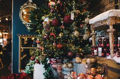 Holiday decor at Rolling Greens | Los Angeles Holiday Premiere | Photo: Jessica Castro