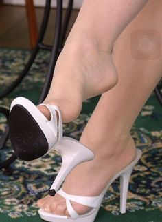 Love4heels : Photo foot worship, feet, female feet in nylons, pantyhose, stockings, foot fetish, high heels, hosiery, dangling, legs