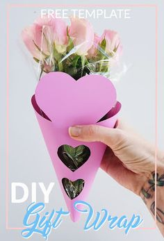Wrap your Floral bouquets with this free heart gift wrapping template this Mother's Day | Flower DIY |