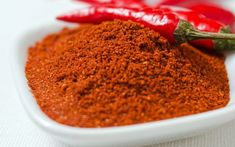 How You Can Use Cayenne Pepper to Stop Heart Attack? As the doctor John Christopher claims – cayenne pepper will save his/her life for sure. Chile Picante, Getting Rid Of Headaches, Common Spices, Dry Throat, Cayenne Peppers, Healthy Alternatives, Along The Way, Health Benefits, Health Tips