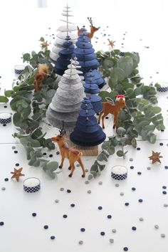 Christmas: an enchanted forest for a magic centerpiece! - DIY Christmas: an enchanted forest for a magic centerpiece! -DIY Christmas: an enchanted forest for a magic centerpiece! - DIY Christmas: an enchanted forest for a magic centerpiece! Modern Christmas Decor, Felt Christmas Decorations, Christmas Mood, Elegant Christmas, Noel Christmas, Diy Christmas Ornaments, Tree Decorations, Christmas Kitchen, Magical Christmas