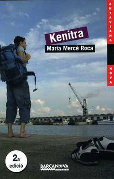 Kenitra. Maria Mercè Roca. L'Adrià Brugués, un noi que estudia quart d'ESO viu amb la seva mare d'ençà que el seu pare va marxar fa deu anys. La mort de l'àvia desencadena en l'Adrià el desig de trobar-lo i de saber per què el va abandonar. La mare li dirà el lloc on viu, Kenitra, un port del Marroc. L'Adrià viatjarà com a ajudant de cuina en un vaixell de càrrega. El viatge per mar li servirà d'escenari per a les seves reflexions adolescents. I, per sobre de tot, el retrobament amb el pare.