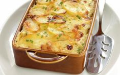 Scalloped Potato Gratin – Food Recipes People love my Old Fashioned Scalloped Potatoes recipe and they are perfect withf ham, beef roast, chicken, Easy Cheesy Scalloped Potatoes, Scalloped Potato Recipes, Easy Potato Recipes, Scallop Potatoes, Creamed Potatoes, Potatoes Au Gratin, Scalopped Potatoes Recipe, Potato Dishes, Vegetarian Recipes