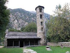 Iglesia de Santa Coloma / La iglesia parroquial de Santa Coloma es un templo localizado en Santa Coloma de Andorra, Andorra la Vieja, Andorra. Es uno de los edificios más interesantes de todo el valle