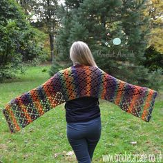 Here is a pattern for a crochet scarf I've made as a gift last Christmas. Pattern includes crochet chart as well as written description. The video for this pattern is also in the plan for a N… Crochet Scarves, Crochet Shawl, Knit Crochet, Love Crochet, Crochet Flowers, Caron Cakes Crochet, Arcade, Crochet Winter Hats, Fall Scarves