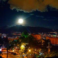 Amazing night view for finish an amazing day!  #medellin #travel #tourism #igersmedellin #igerscolombia #landscape #night #travelgram #moonlight by travelers_inlove http://bit.ly/AdventureAustralia