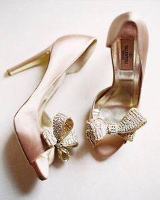 Photo: Catherine Mead  #ウェディングシューズ #ブライダルシューズ #weddingshoes  #バレンティーノ