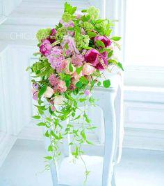 """""""Mi piace"""": 1,200, commenti: 7 - Garland (@chigusa_agawa) su Instagram: """"ナチュラルステムのキャスケードブーケ❤  #bouquet#ブーケ#ウェディングブーケ#イブピアッチェ#シャクヤク#プレ花嫁#結婚準備#花屋#フラワーレッスン #フラワーアレンジ#季節の花#ナチュラル"""""""
